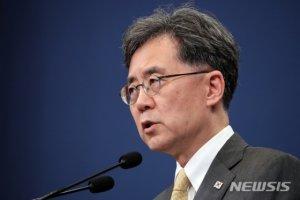 """강경화와 '설전' 논란에 고개숙인 김현종…""""덕이 부족했다"""""""
