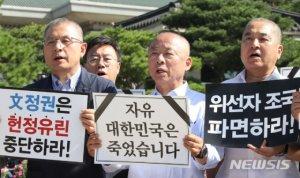 """한국당, 오늘도 '삭발투쟁'…민주당 """"일 하자"""""""