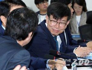 """민주당 워크숍 찾은 김상조 """"한국경제 역동성 없어, 교육개혁 필요"""""""