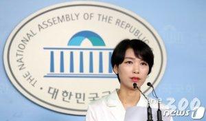 """연대 류석춘 '위안부 매춘부' 발언 논란…바른미래 """"정신적 살인자"""""""