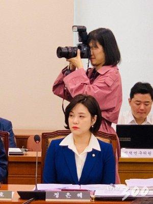"""[국감현장]'민주당 최연소 '정은혜 국감 데뷔전…""""누가 되지 않도록 열심히"""""""