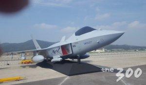 [사진]공군 차기 전투기 KFX 실물모형 첫 공개