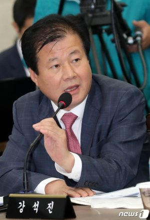 """[국감현장]농수산식품유통공사 사장 """"국산콩 1만9000톤 수매 계획"""""""