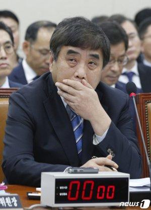 """[국감현장]방통위원장 """"SKB·티브로드 합병, 관철시키는 쪽으로 논의중"""""""