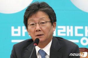 """""""12월 창당""""에 """"기회주의자""""…선 넘은 유승민·손학규, 정계개편 가속화"""