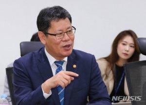 """김정은 '아버지 정책' 비판…정부 """"중대한 대목, 맥락 파악"""""""