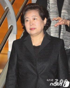 금강산 '현정은 방북카드' 나오나…통일부장관 만났다(종합)