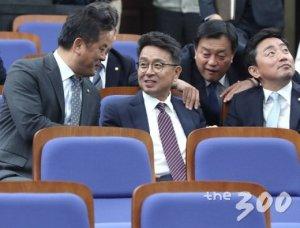 """이철희 """"86그룹, 세대로서 자리 비워줄 때…임종석이 물꼬 터"""""""