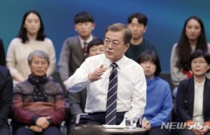 """[국민과의 대화]文 """"부동산, 강력방안 강구해 반드시 잡겠다"""""""