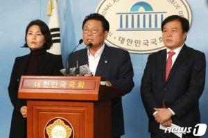 """한국당 """"현역 의원 절반 교체…시대정신 담아 개혁공천""""(상보)"""