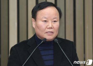 새 정책위의장 김재원 누구…친박→친황계 '전략통'