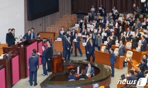 예산안 후폭풍, 패스트트랙 대격돌…임시국회 '시계제로'
