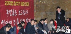 고발? 필리버스터? 물리력행사?…본회의 강행시 한국당 대응책은