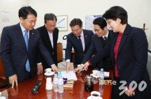 """'4+1' 선거법 협상 사실상 결렬…""""조정안 더이상 추진않기로"""""""