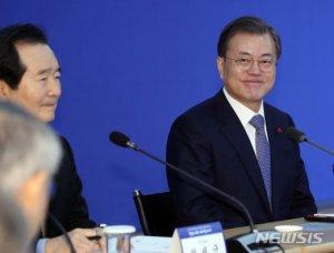 """文, '천문·호우시절' 허진호 감독 만나 """"한중 우호에 도움됐다"""""""