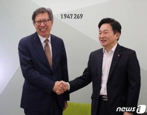 제주 가서 원희룡에 통합신당 참여 설득한 박형준...답은?