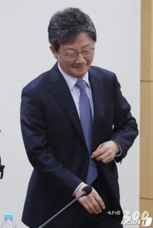 """황교안에 냉랭한 유승민, """"합당 아닌 후보단일화도 옵션"""""""