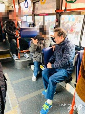 '푸른색'의 이낙연…버스·지하철서 만난 '잠룡' 모습은?