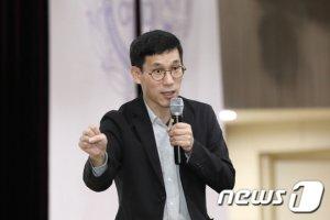 """진중권 """"임종석 총선출마? 국민 '개·돼지'로 만들지 마라"""""""
