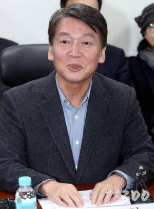 """안철수, 바른미래당 탈당…""""손학규 보고 당 재건 꿈 접었다"""""""