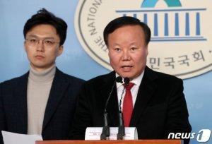 """""""군인 정년 60세·현역병 매달 2박3일 외박""""…미래통합당 '1호 공약' 발표"""