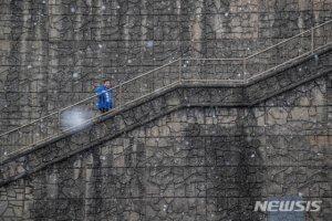 """'NY는 다 계획이 있구나'…기생충 '계단 터널' 찾은 이낙연 """"문화예술 융성"""""""