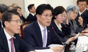 """'대통령 긴급명령' 묻자, 국무조정실장 """"종합대책 검토"""""""