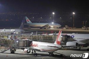 신혼여행 갔다 입국보류…고위험국된 한국, 입국금지 확산