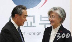 """강경화,中 왕이와 통화…""""韓 입국자 과도한 통제 우려"""""""