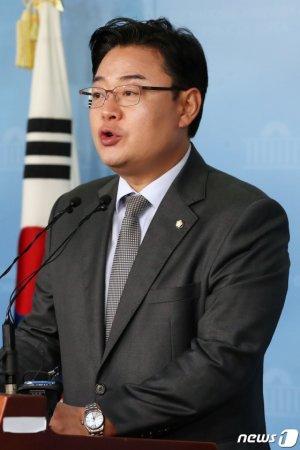 """민주당 '비례정당' 회동 논란에…통합당 """"희대의 정치 코미디·막장 중 막장"""""""