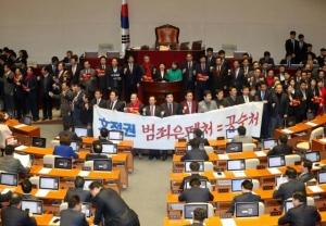 '타락한 진영'에 갇힌 국회