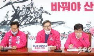 """文 '40조 국채 검토가능'에 박형준 """"공개적 제안 대신 野 만나 협의해야"""""""
