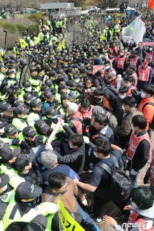 '협상'은 없고, '투쟁'만 하는 노동계…왜?