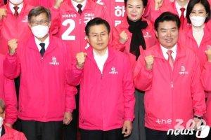 2일 0시 통합당-한국당, 광화문 출정식 '선거전쟁 시작'