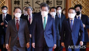 文, 4차산업혁명·균형발전위 등 7개 위원장에 위촉장