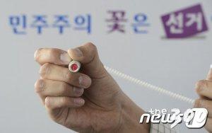 """오늘부터 사전투표, 선관위 """"마스크 잊지마세요"""""""