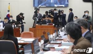 '막말'과 '파행'이 지배한 국회 상임위, 민생법안 외면했다