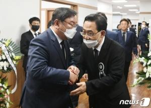 여야 '원내 사령탑' 김태년·주호영 오늘 만난다