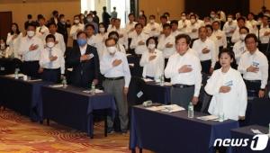 하얀 셔츠의 '슈퍼여당' 177명 한 자리...4년 뒤 어떤 색?