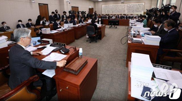 n번방 방지법·공인인증서 폐지법 통과…법사위 마지막날