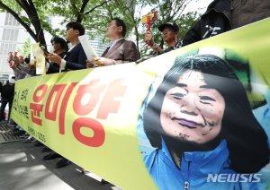 """국민 70.4% """"윤미향 사퇴"""" …민주당 지지층 51%도 """"사퇴해야"""""""