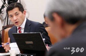 보수진영의 '인물찾기', 홍정욱이 뜨는 이유