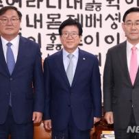"""박병석 """"빠른 시일내 합의 못하면 의장으로서 결단""""(상보)"""