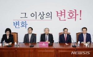 """'기선제압' 김종인, 의원들 첫 상견례서 """"불만 있어도 시비걸지 말라"""""""