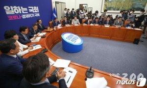 """민주당,  5.18 왜곡처벌법 당론화…""""우선처리법안"""""""