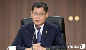 한강하구·DMZ 다음은 남북 산림협력…통일장관 '잰걸음'