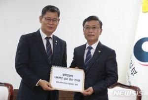 """접경지 시장·군수, 통일부 장관 만나 """"대북전단 대책 마련해달라"""""""