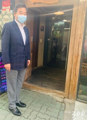 """이낙연, 언론인 출신 의원과 '막걸리 회동'… """"정치 언어의 품격 이야기만..."""""""