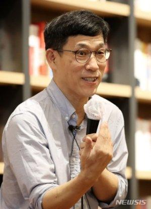 """진중권 """"국회 노동생산성 '시간당 19조'…기업들은 배워라"""""""