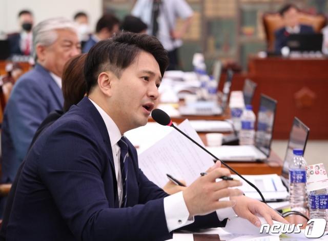 """전용기 """"'예산 타는' 대한체육회…'자격박탈' 지도자 감추나"""""""